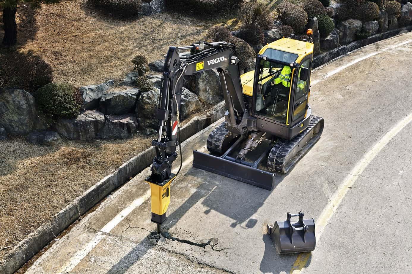 I durevoli demolitori idraulici Volvo sono progettati per essere totalmente compatibili con gli escavatori Volvo. La gamma è stata realizzata per gestire i materiali più difficili e coniuga prestazioni eccellenti con bassi livelli di rumorosità e vibrazioni