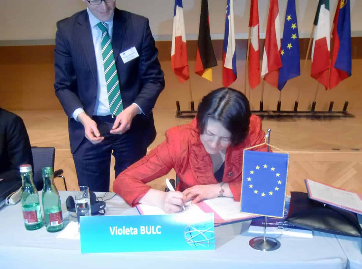"""Il Commissario Europeo Violeta Bulc firma la """"Declaration on the further promotion of sustainable transport in the Alpine region"""""""