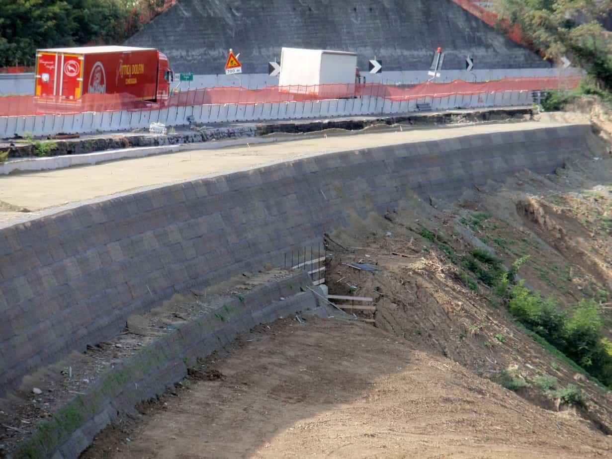 L'ampliamento della corsia con terre rinforzate in Terramesh Verde®