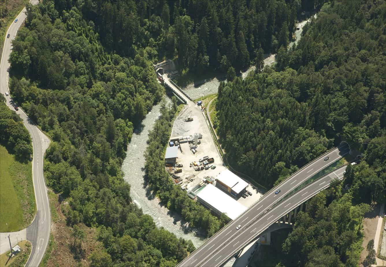Il cantiere allestito a Viller Berg, nei pressi di Innsbruck: in alto si nota il cunicolo di accesso della Sillschlucht