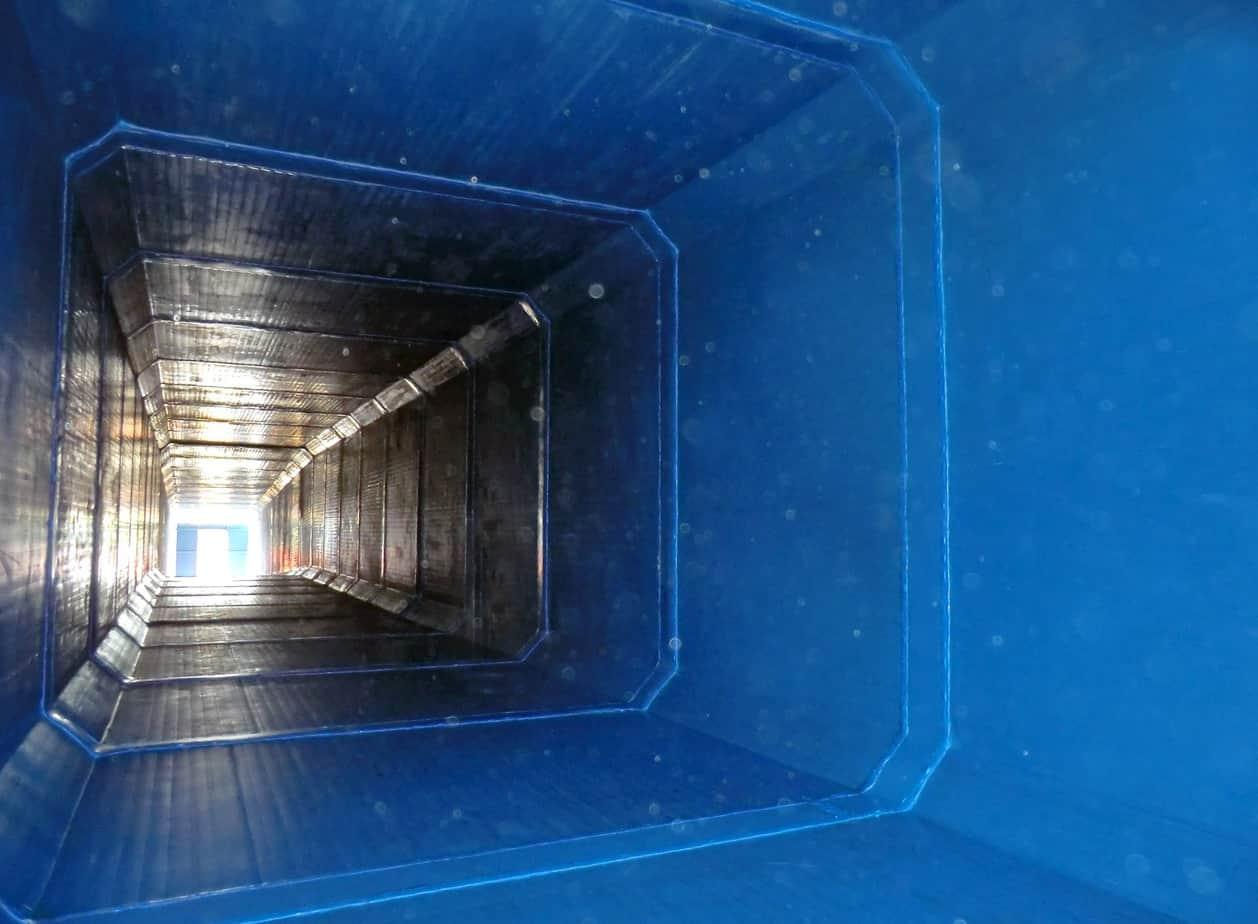 Una veduta dall'interno di un tunnel ciclo-pedonale