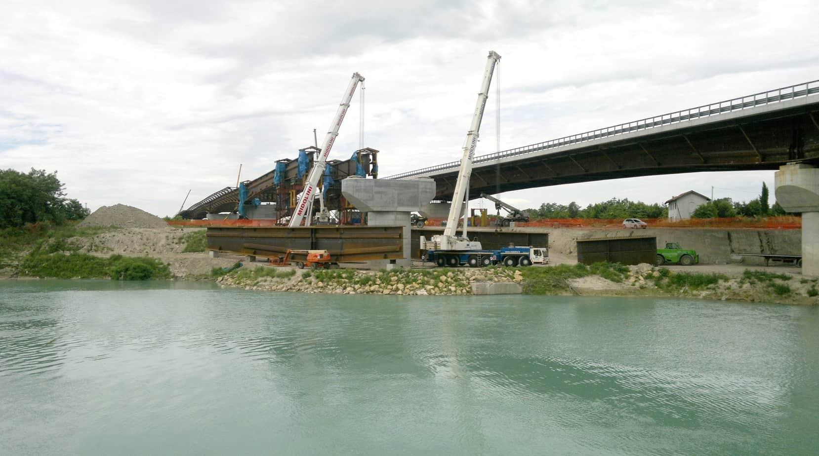 La demolizione del ponte sul fiume Piave