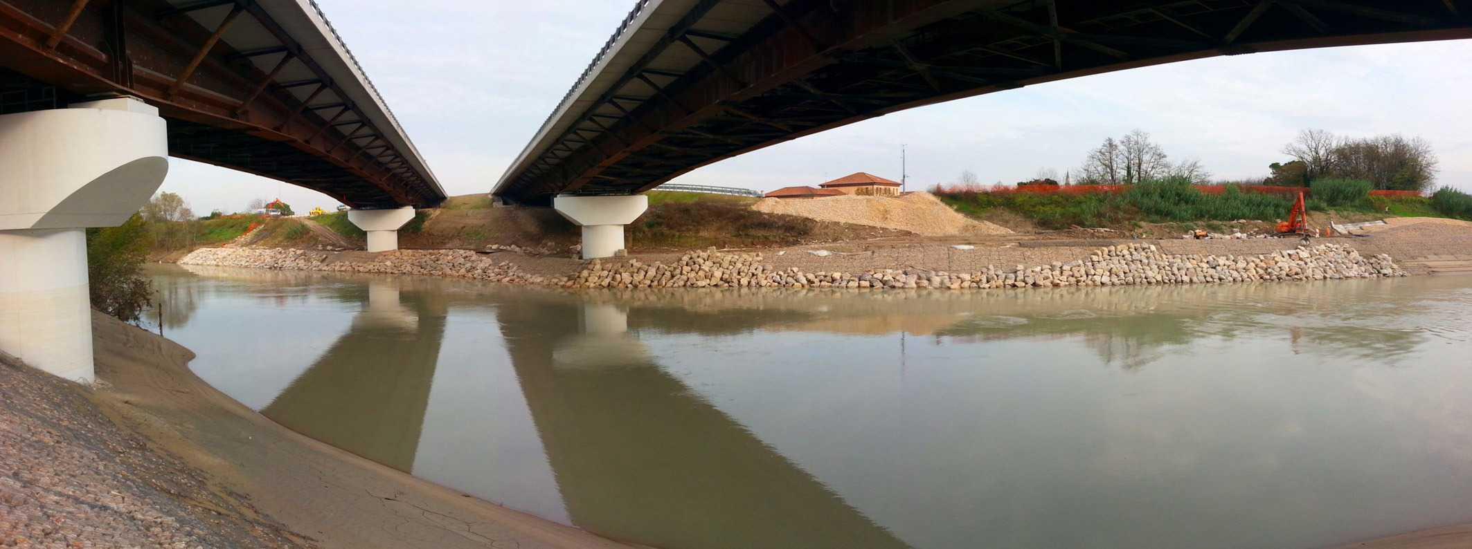 La struttura del ponte sul fiume Piave
