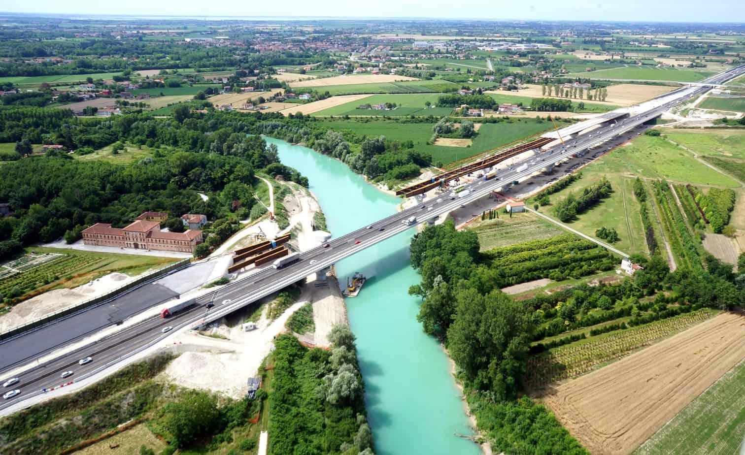 Una panoramica del cantiere del viadotto sul Piave