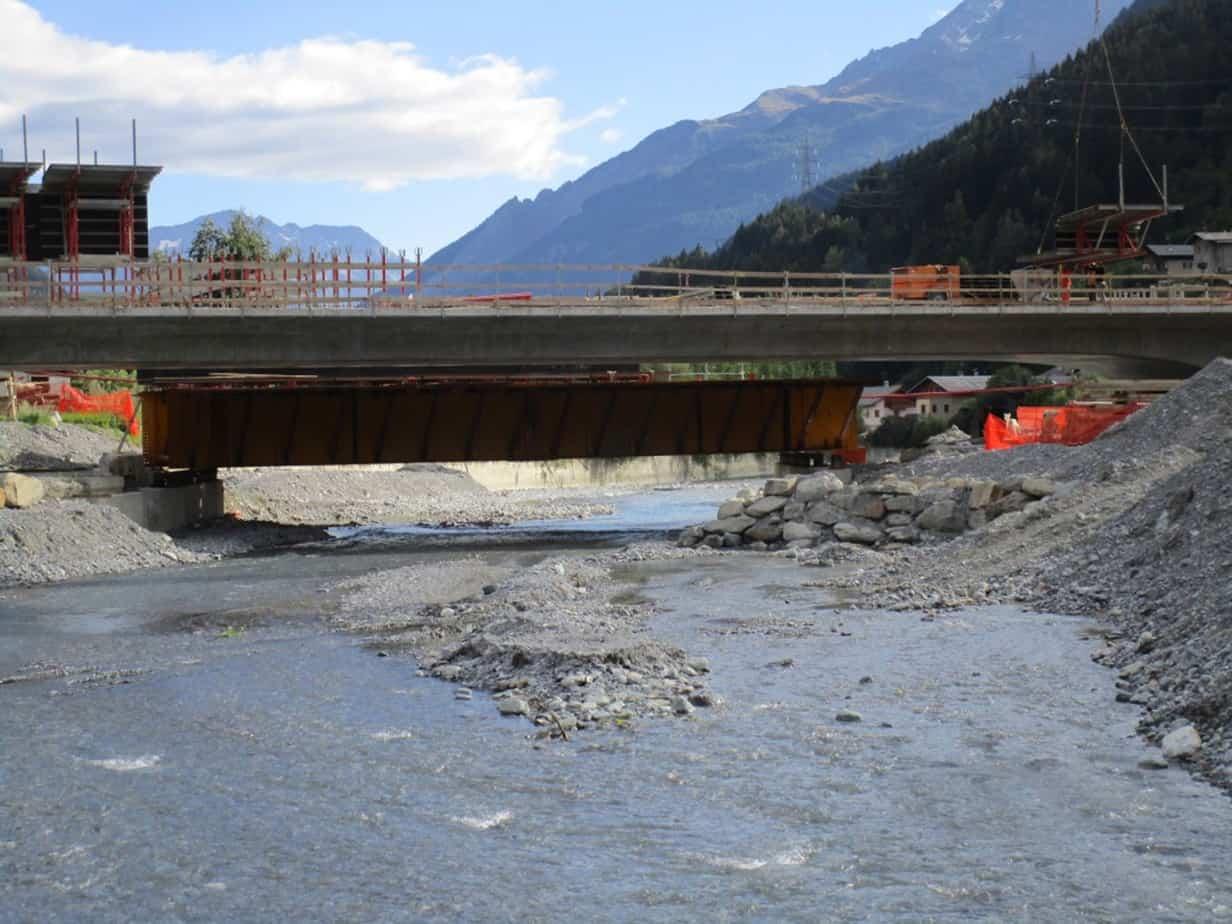 Il ponte in costruzione sul fiume Adda
