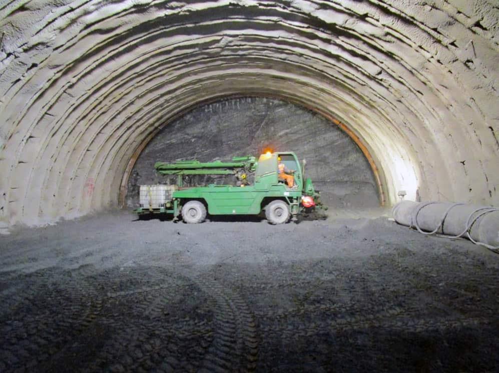 Il piazzamento della macchina per lo spritz-beton
