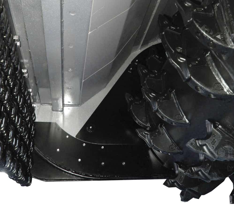 L'utilizzo di materiali speciali ad alta resistenza, quali l'acciaio Hardox della controlama e delle protezioni interne intercambiabili