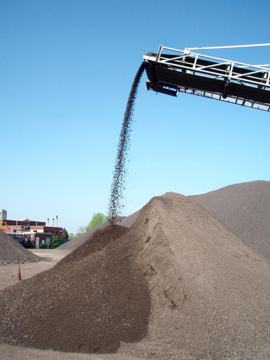 Accumuli di fresato (RAP) frazionato e pronto per essere utilizzato in una miscela di asfalto