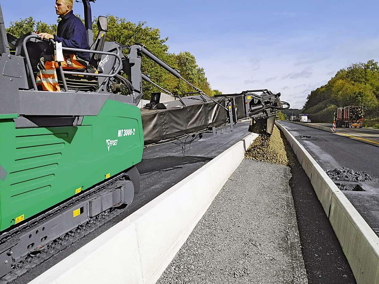 Il riempimento delle intercapedini tra barriere spartitraffico: con la tecnologia offset è anche possibile riempire in modo rapido ed economico le intercapedini tra barriere spartitraffico