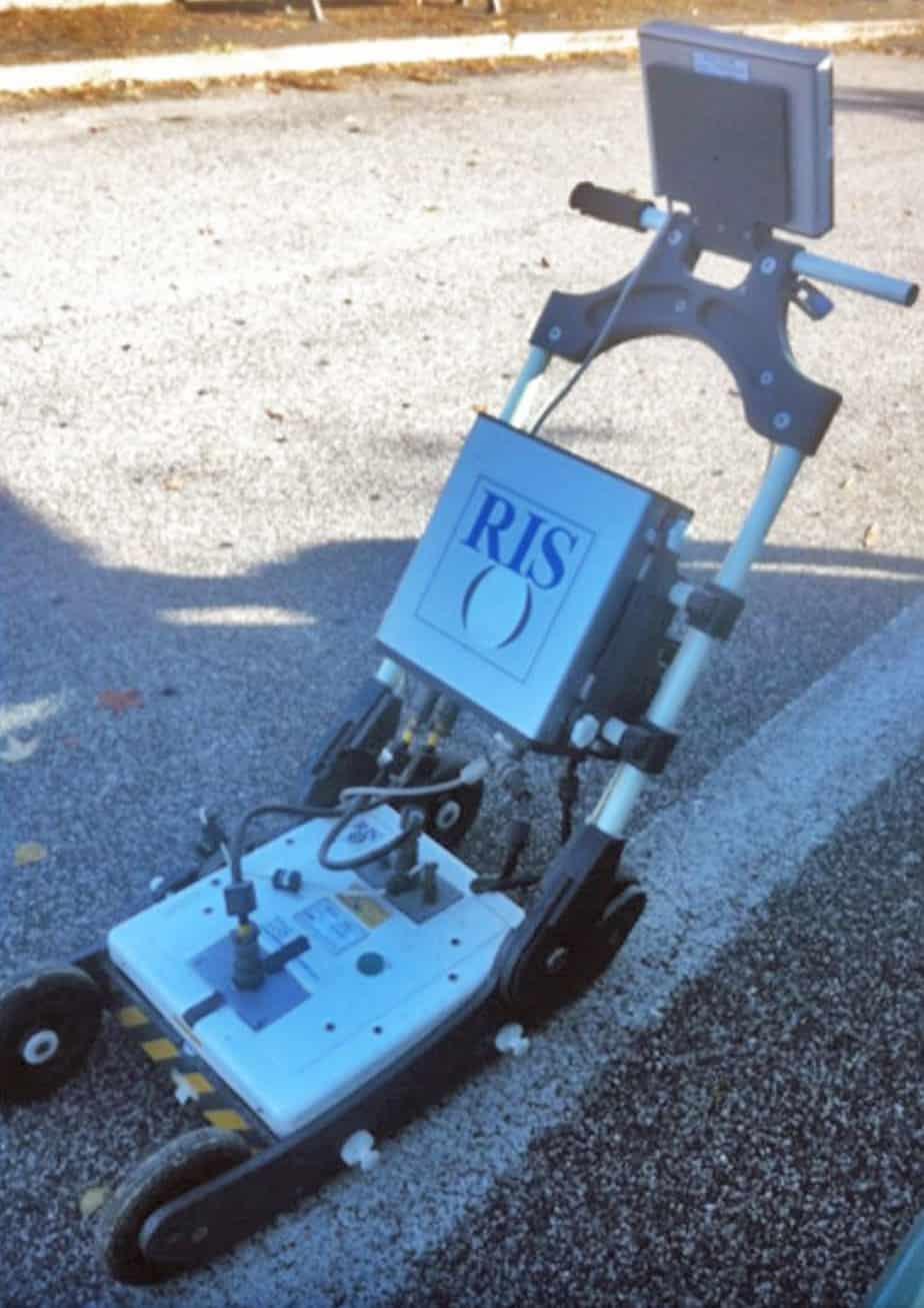 Il georadar ad antenne accoppiate a terra RIS 99-MF, prodotto da IDS Ingegneria dei Sistemi SpA