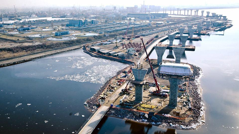 Due ponti strallati sulla baia di San Pietroburgo