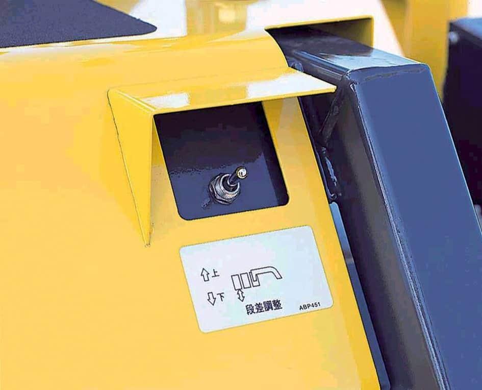 Gli allargamenti hanno regolazione completamente idraulica permettendo una stesa perfetta già dal banco e senza dover provvedere al perfezionamento con il rullo