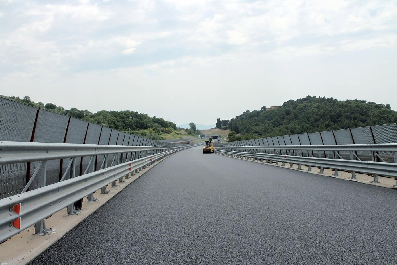 La resa finale della nuova pavimentazione è stata possibile sia grazie alle macchine impiegate che alla qualità dei conglomerati PAV.i.