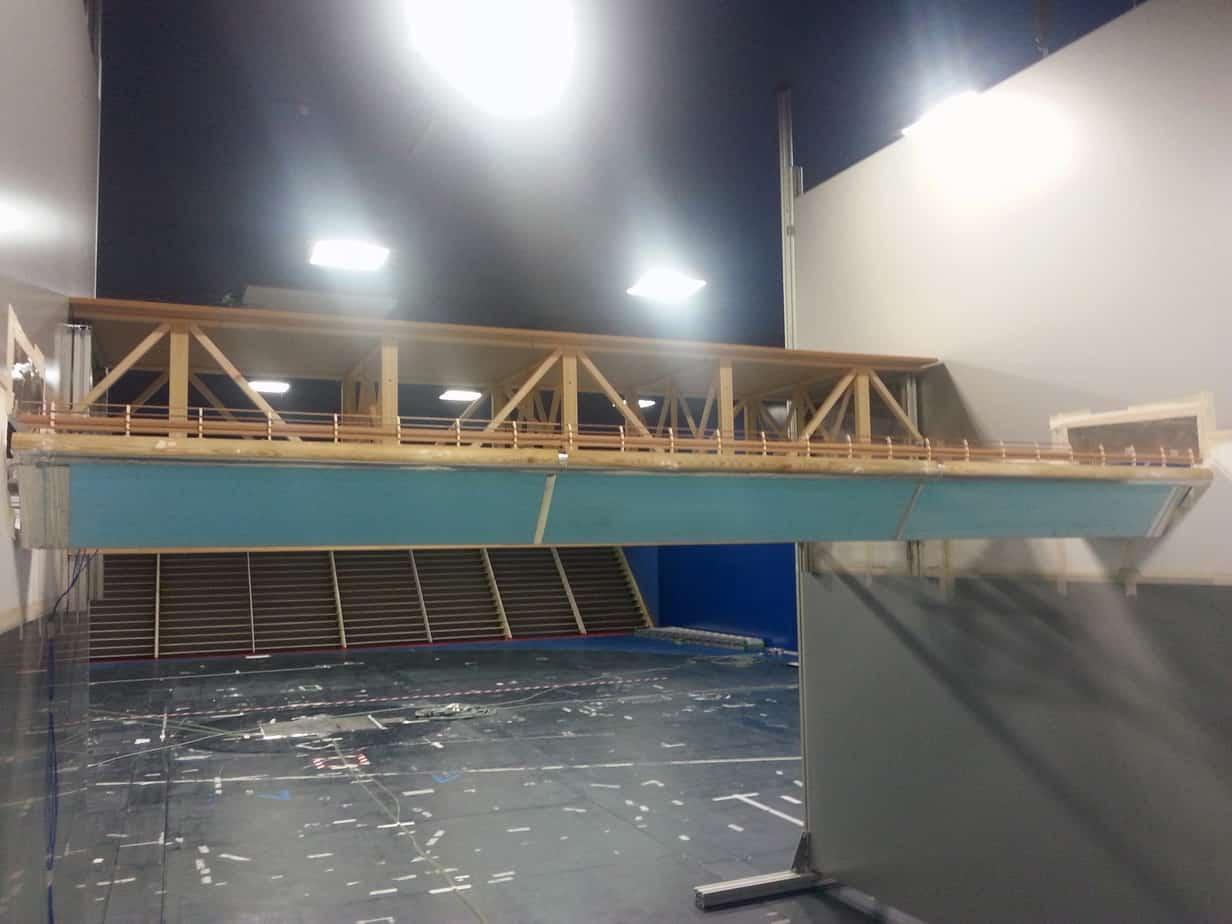 Il modello del nuovo ponte con accanto quello reticolare esistente