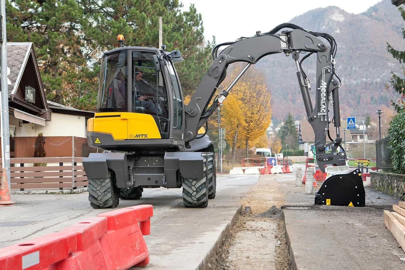 La nuova 12MTX innovativa al lavoro su un cantiere urbano