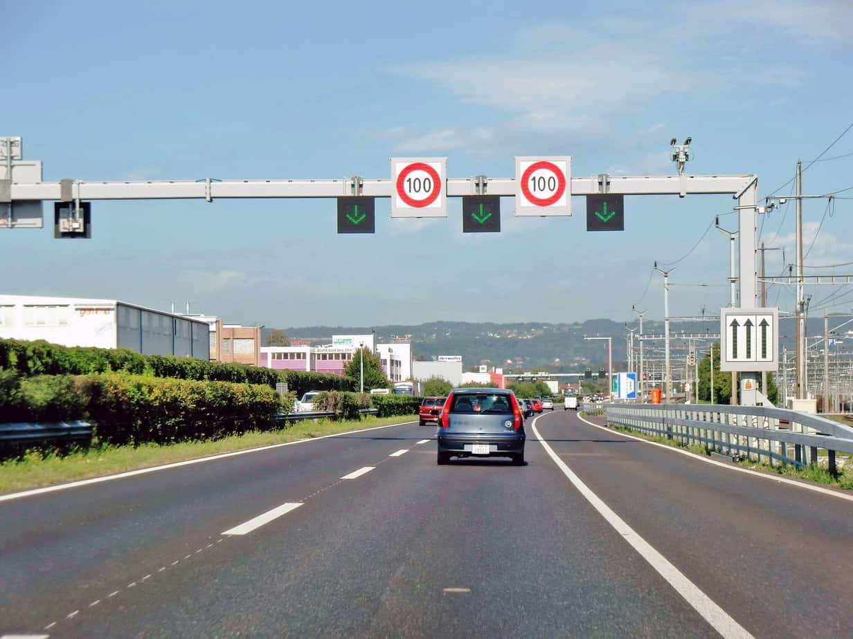 I segnali freccia/croce saranno utilizzati anche per la gestione della corsia di emergenza
