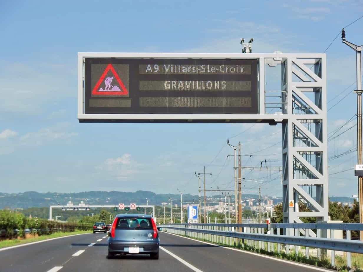 I pannelli a messaggio variabile sono stati esplicitamente inseriti nell'Ordinanza sulla segnaletica stradale