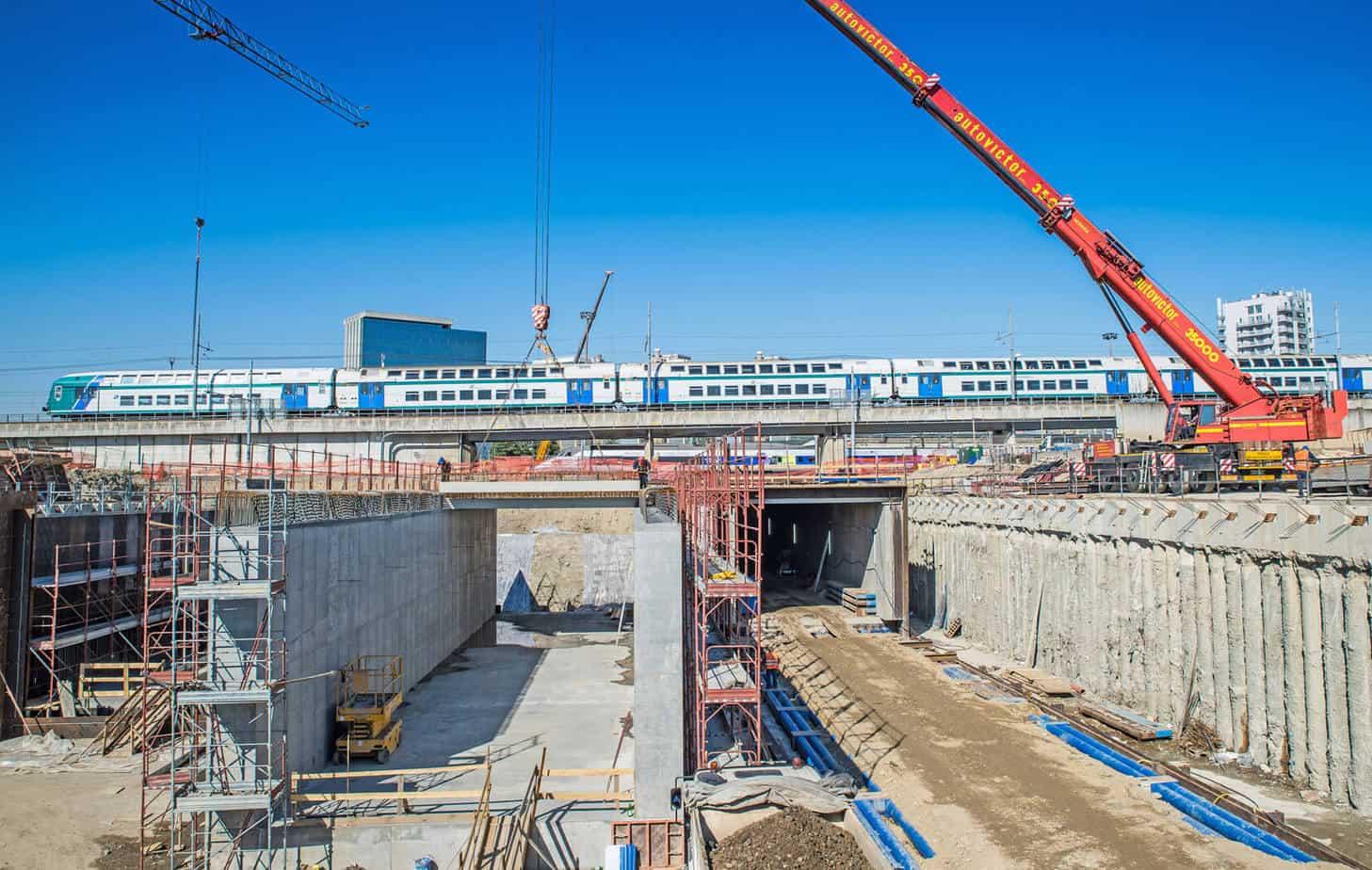 Le fasi di costruzione del monolite Est