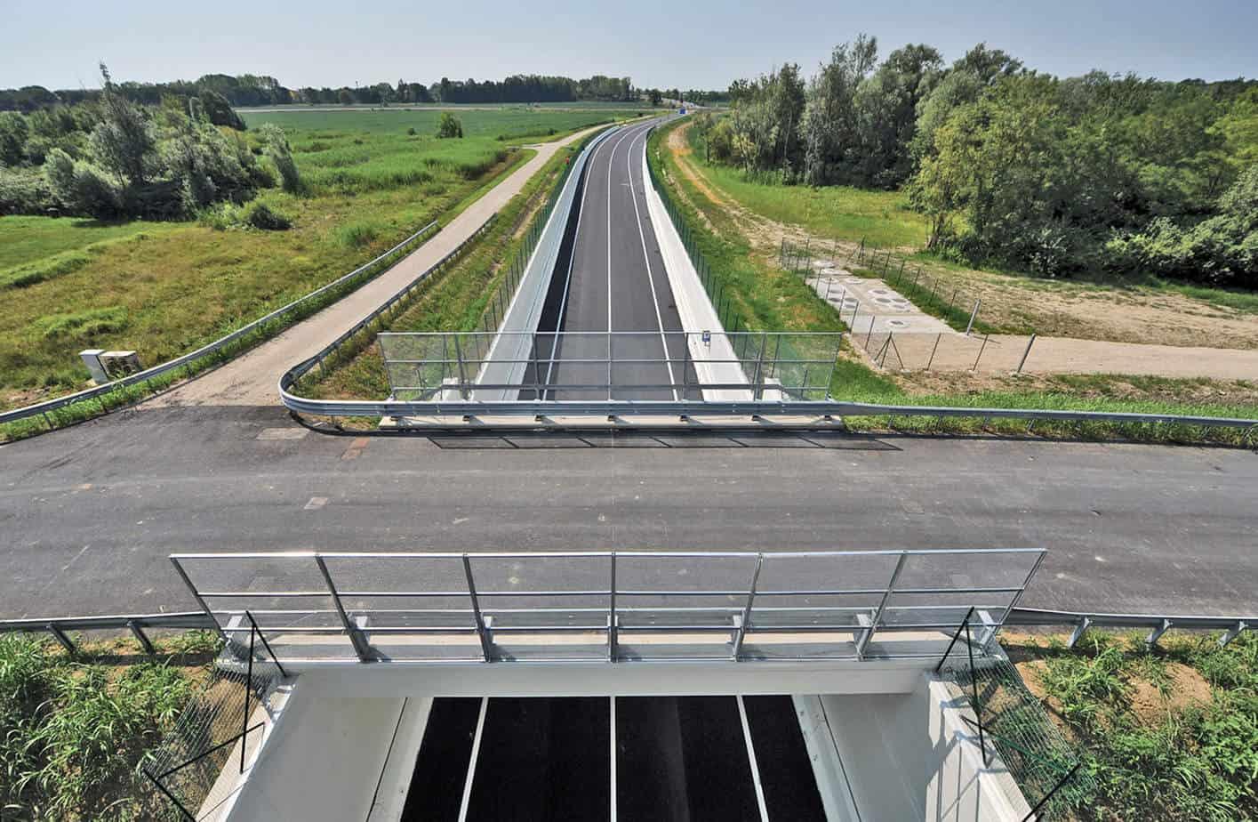 Il ponte facente parte delle opere minori per collegamento di Via Venezia, già S.S. 14