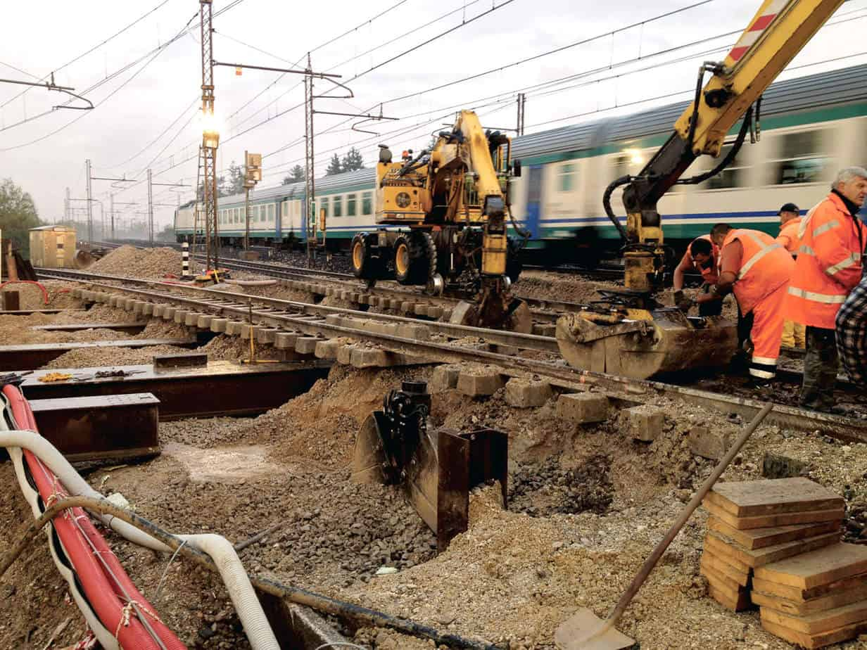 Le fasi di scavo sulla linea ferroviaria