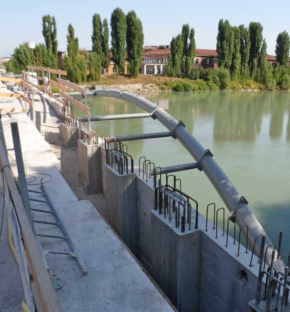 Le fasi di intervento di ricostruzione e di allargamento: il completamento delle strutture metalliche