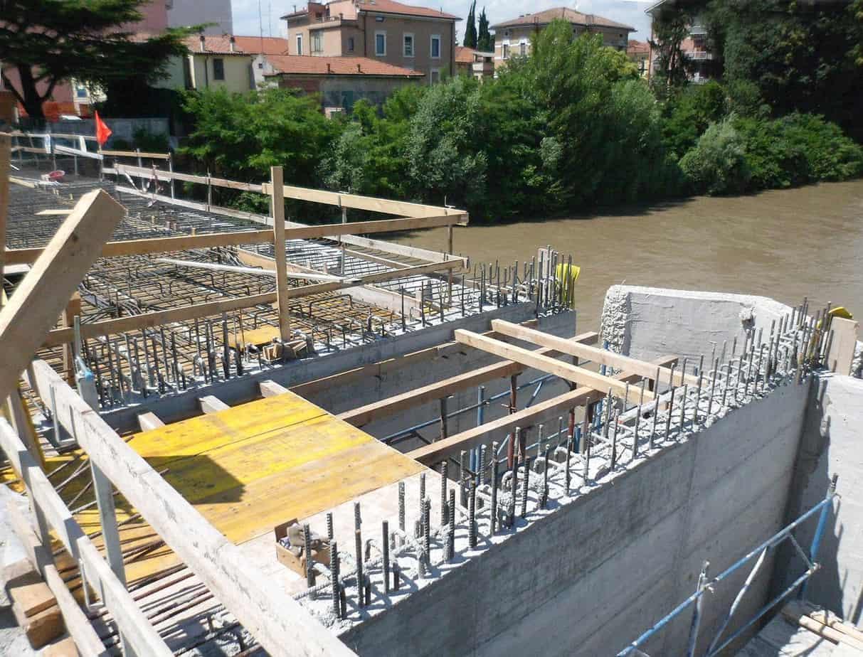 La realizzazione dei nuovi setti trasversali sismoresistenti in corrispondenza delle pile