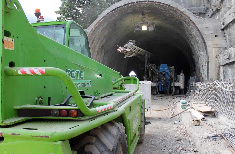 Il cantiere del tunnel del Col di Tenda è in piena attività. I fronti di scavo sono attivi su entrambi i lati con un avanzamento che, attualmente, vede pienamente rispettato il cronoprogramma dei lavori