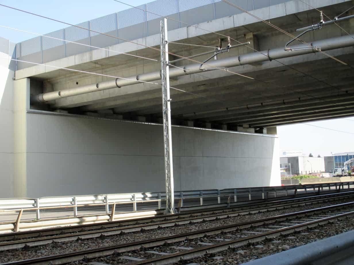 Il sovrappasso sulla linea F.M.N. Milano-Saronno-Como