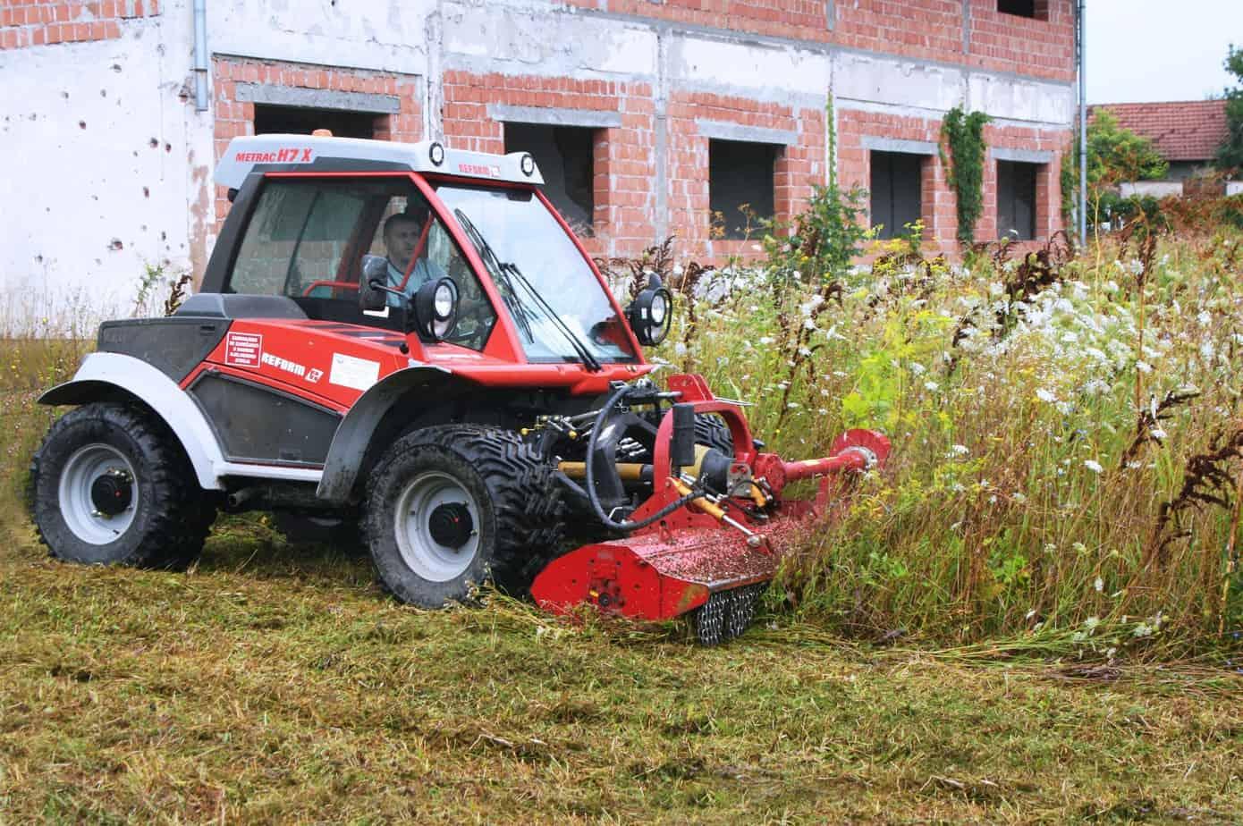 La trinciatrice SMWA k su un trattore Reform