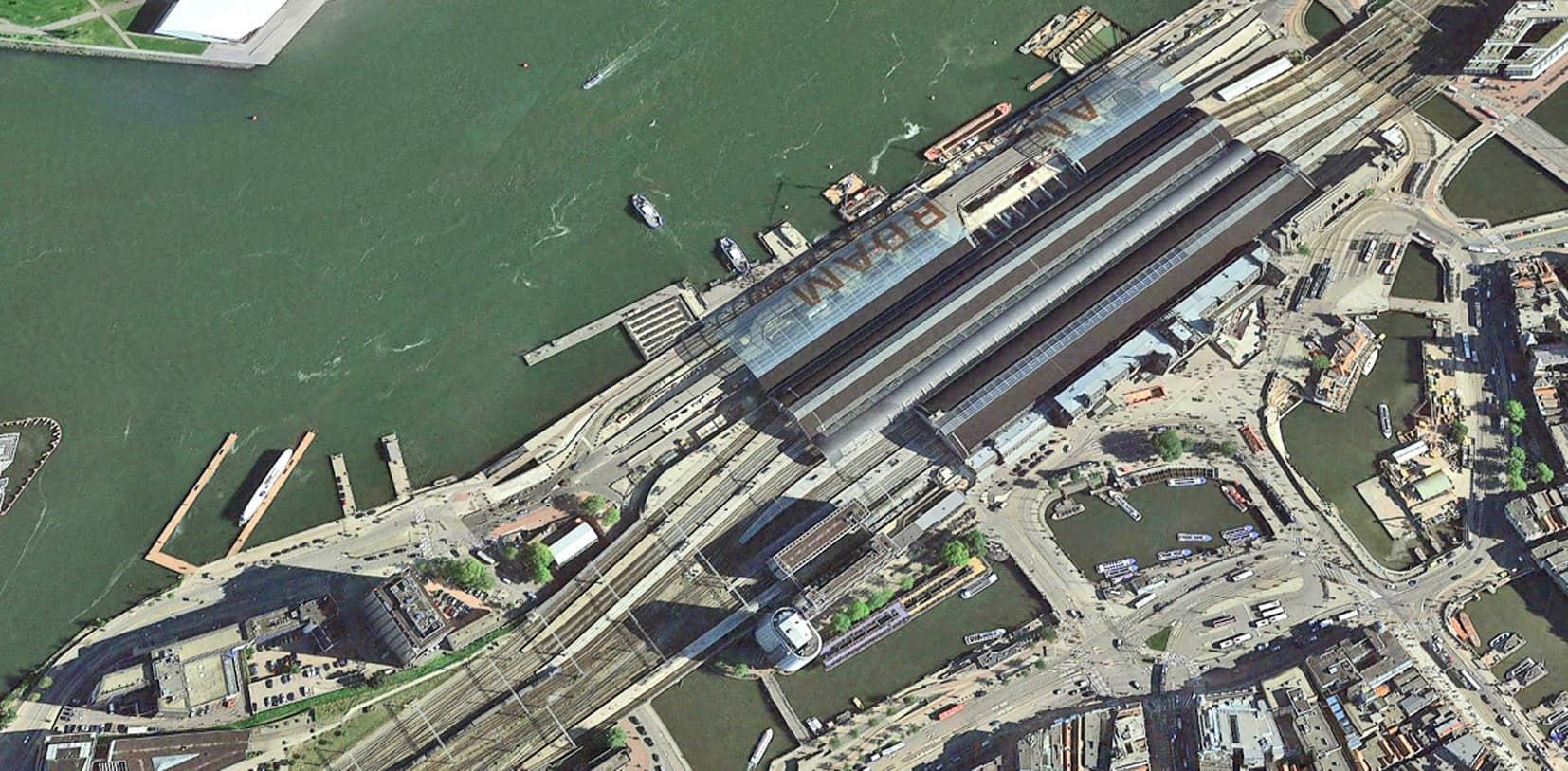 Vista della stazione ferroviaria di Amsterdam