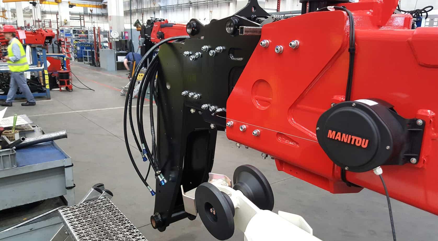 Un braccio telescopico del sollevatore MRT in fase di montaggio