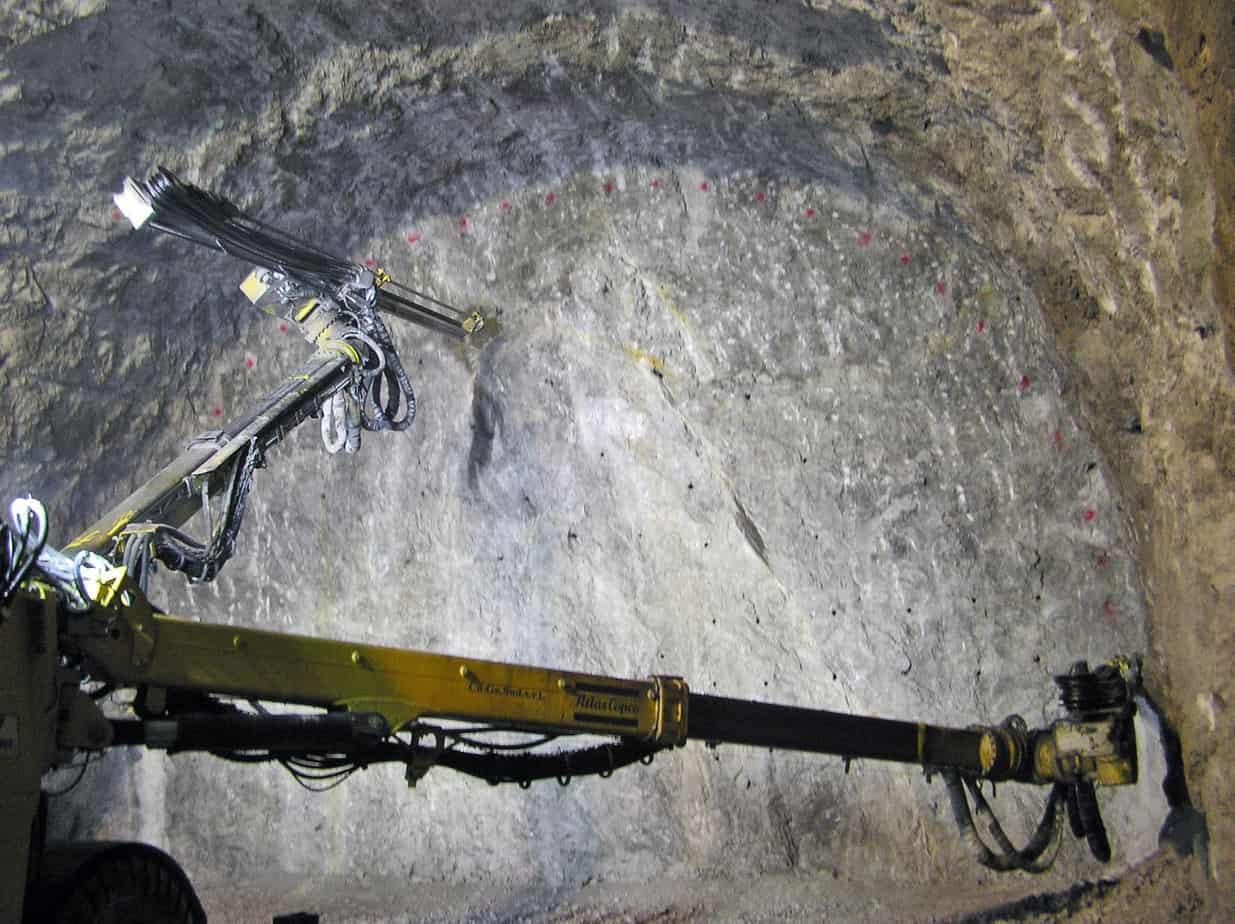 L'avanzamento dello scavo in galleria di roccia omogenea e compatta