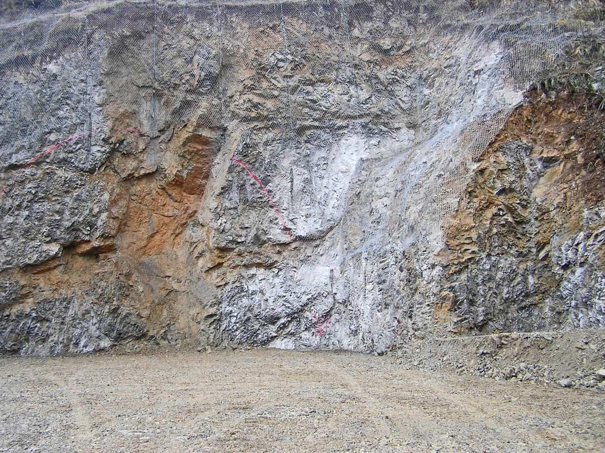 Anche con un dettagliato piano di indagini non è sempre possibile definire compiutamente le caratteristiche geotecniche di suoli molto eterogenei