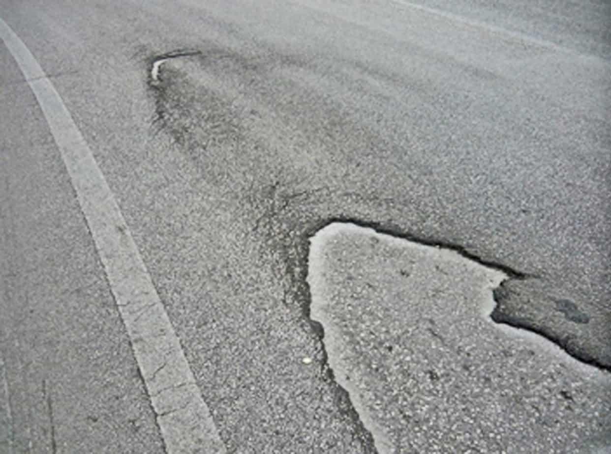 La perdita di adesione tra microtappeto a caldo e vecchia pavimentazione