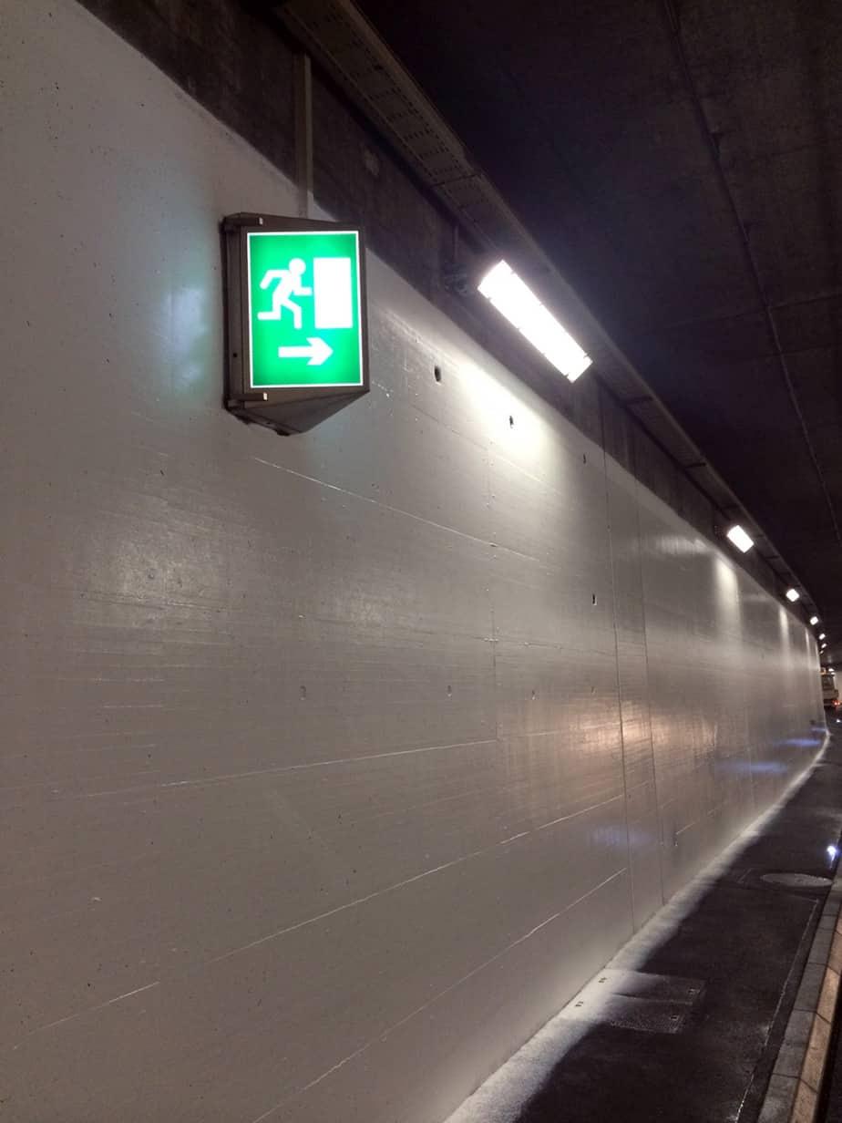 Dettagli della verniciatura presso il tunnel di Marcolet