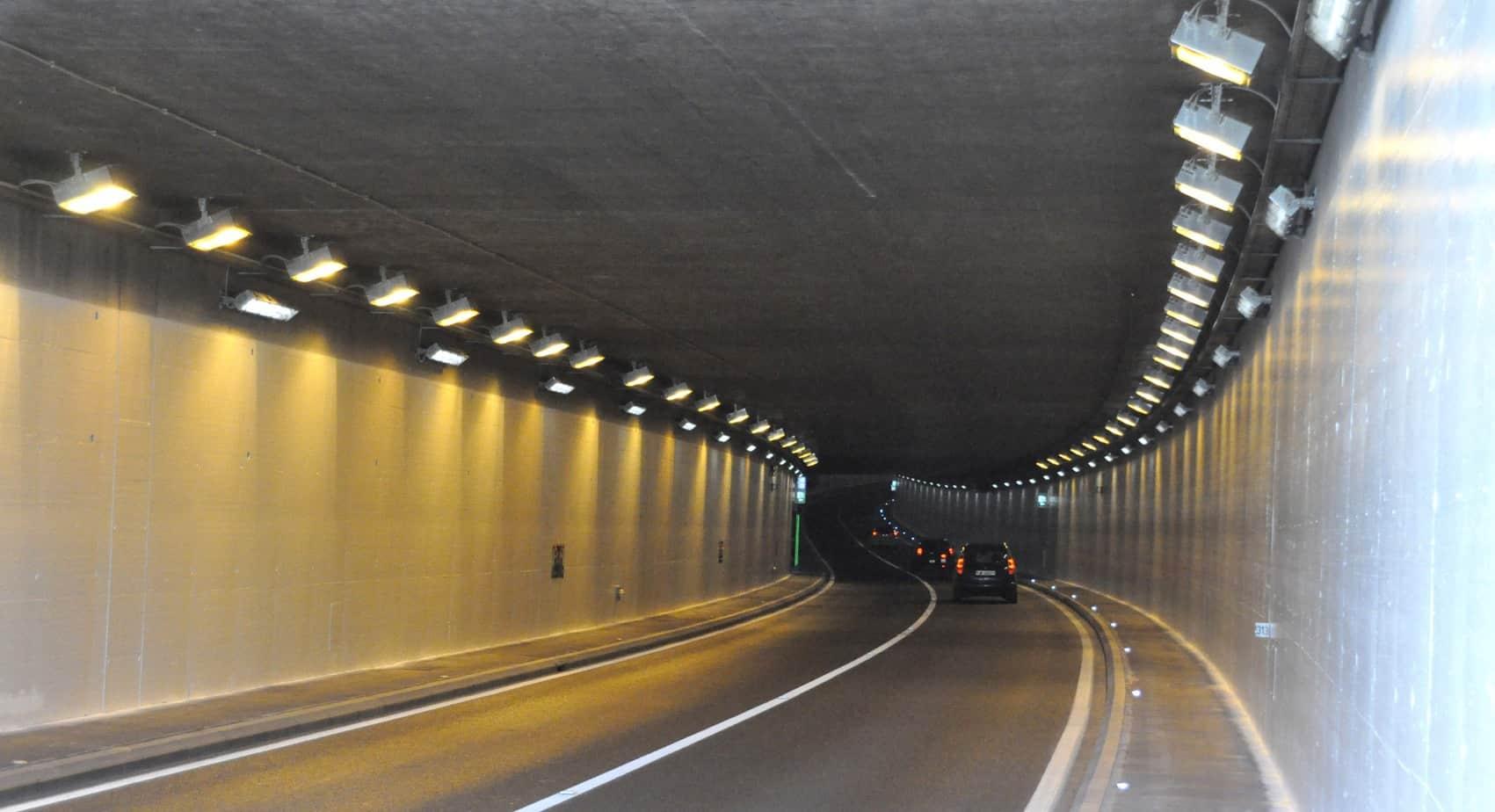 Dettagli della verniciatura presso il tunnel di Cheseaux