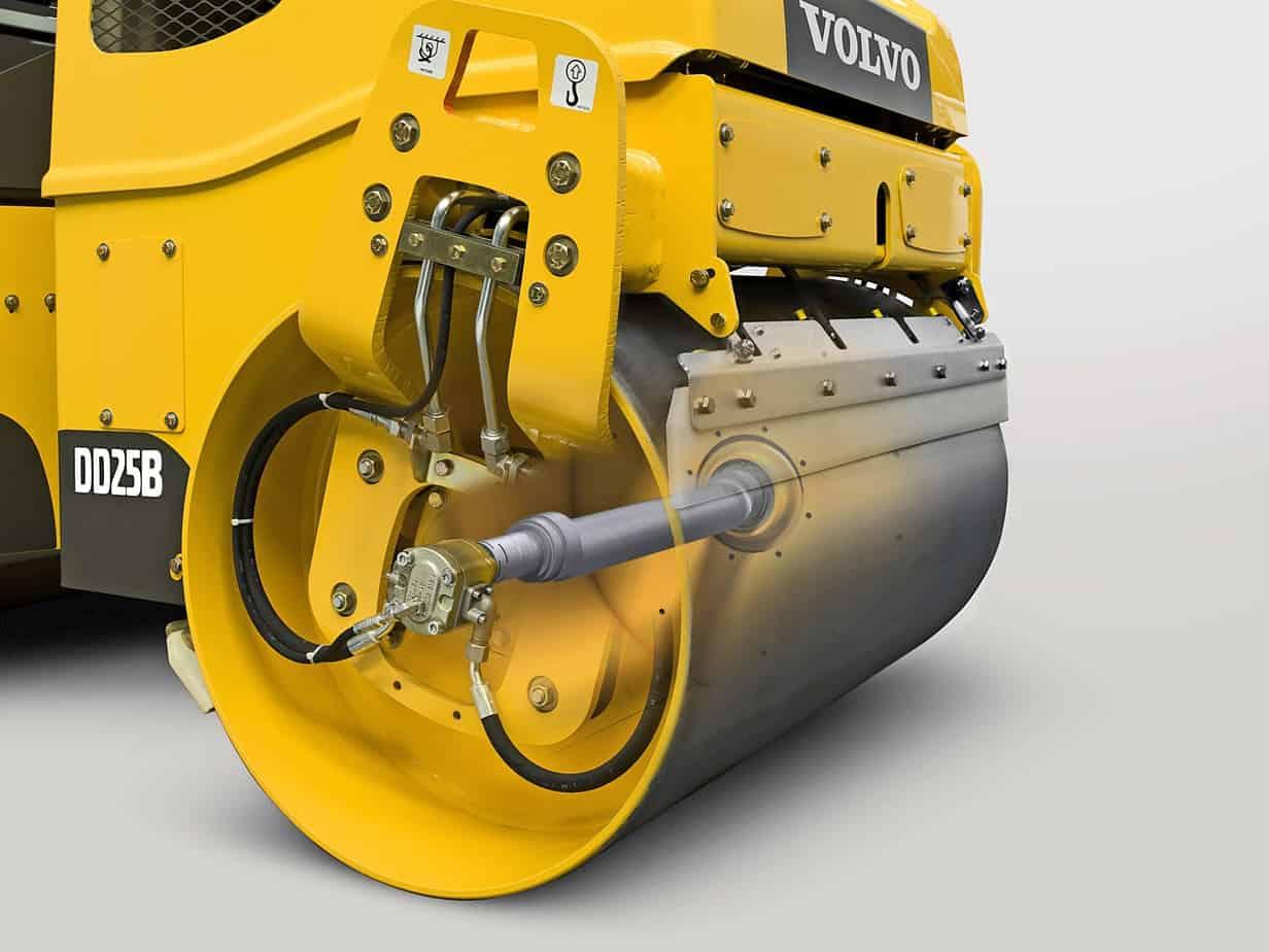 Grazie all'alta frequenza di compattazione Volvo, il DD25B può procedere a una velocità di avanzamento superiore pur mantenendo l'intervallo d'impatto ottimale necessario a garantire un'elevata produttività e una finitura uniforme. La frequenza può essere regolata per far fronte alle diverse applicazioni