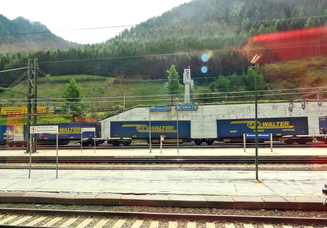 La stazione ferroviaria del Brennero è uno snodo cruciale per il traffico ferroviario alpino