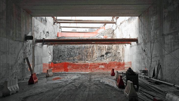La sezione trasversale tipo delle fasi di scavo nella galleria artificiale