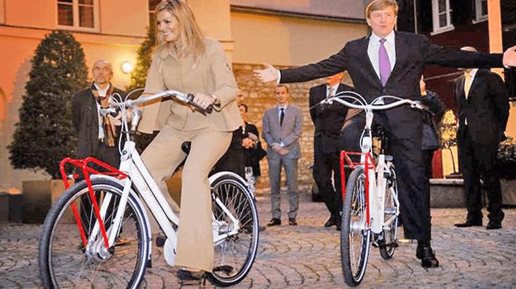 La coppia reale in bici