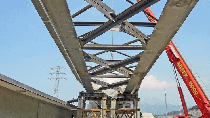 L'impalcato metallico del viadotto Nord