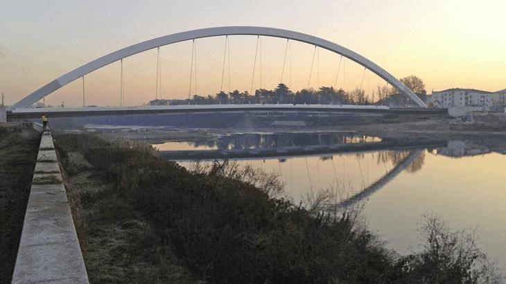 Vista frontale del ponte