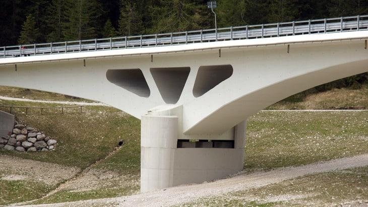 Il ponte da monte della spalla lato Cortina d'Ampezzo