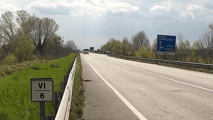 Lo stato di ammaloramento del manto stradale nel tratto della S.R. 308