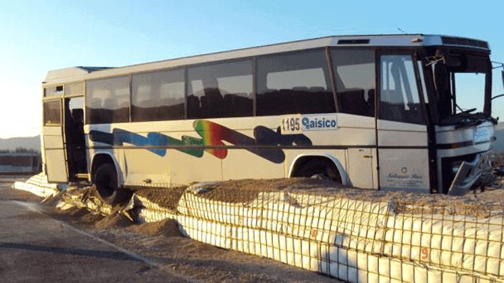 La prova TB 51: la posizione dell'autobus dopo l'urto, sopra la trincea artificiale