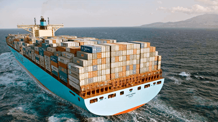 Vista posteriore della Emma Maersk facente parte della prima generazione di portacontainer Triple-E