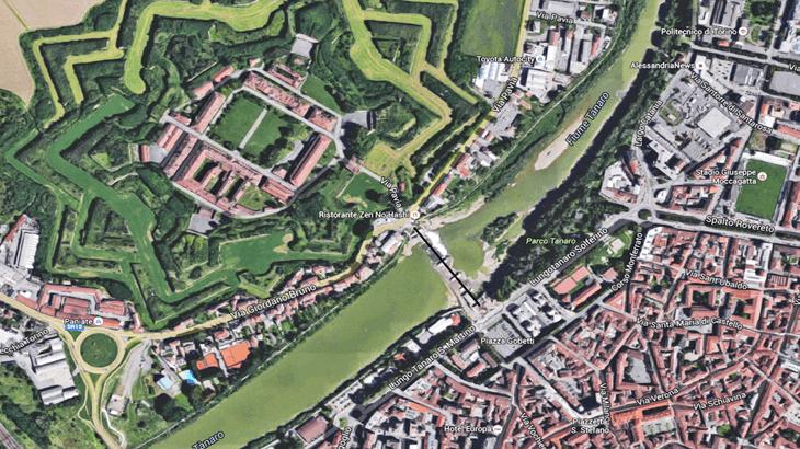 Una foto satellitare dell'area urbana d'inserimento del ponte Meier