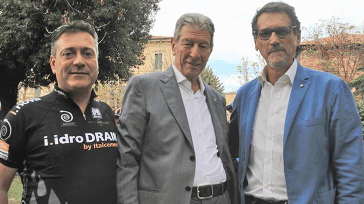 Da sinistra, Marco Sandri, Felice Gimondi e il Sindaco Bologna durante l'inaugurazione della tangenziale delle biciclette