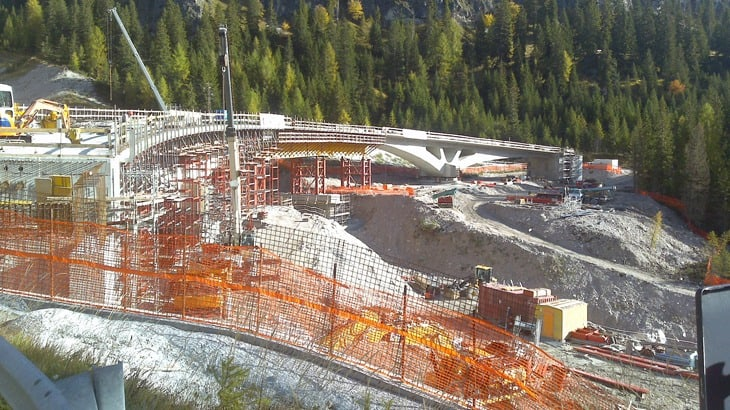 La fase di costruzione della campata centrale