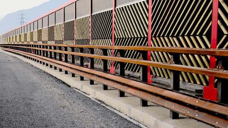 """Una barriera di classe H3 """"compatibile"""" con barriera antirumore"""